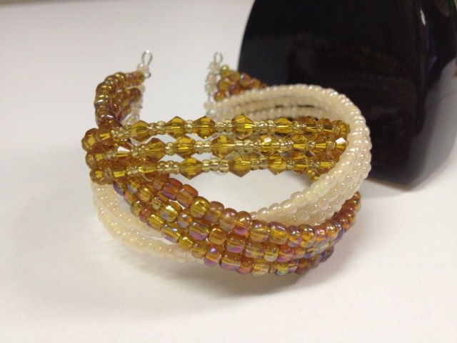 БРАСЛЕТ на ПРОВОЛОКЕ МЕМОРИ Медовый. TUTORIAL: Bracelet Honey