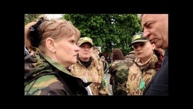 Замміністра оборони цинічно посміхається в очі дружинам загиблих воїнів яких кинула влада 03 05 15