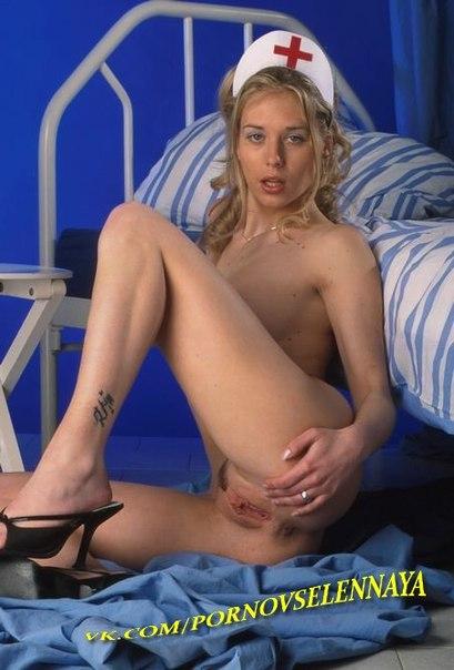 фото медсестра блондинка дрочит пилотку