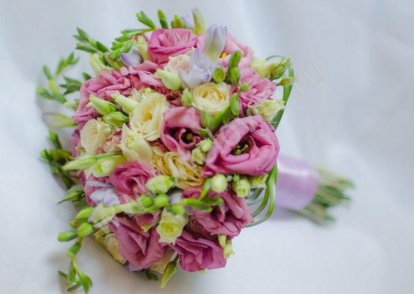 Букет невесты из лизиантуса