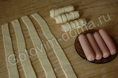 Сосиски в слоёном тесте жареные рецепт