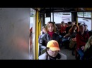 Дівчина заспівала Гімн України в маршрутці / Девушка спела Гимн Украины в общест