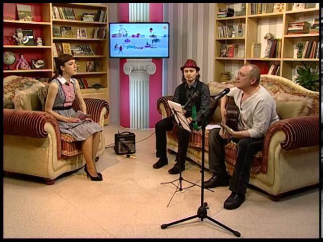 Битлз по-русски на ТВ-2 (Юлий Буркин - гитара, вокал; Мирослав Кузляев - балалайка)
