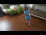 Саша танцует под абхазскую музыку )))