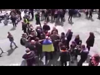 Словаки не дали провокатору с украинским флагом «сделать картинку» для европейских СМИ.