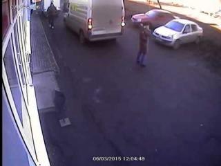 Женщина оказалась вне поля зрения водителя группа: http://vk.com/avtooko сайт: http://avtoregik.ru Предупрежден значит вооружен: