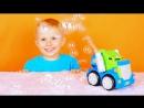 Машинка с мыльными пузырями и малыш Даник. The machine with soap bubbles and a little boy Danik