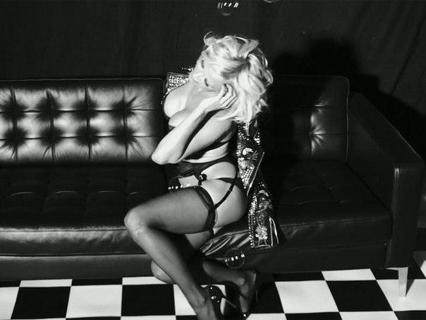 Памела Андерсон (Pamela Anderson) - Love