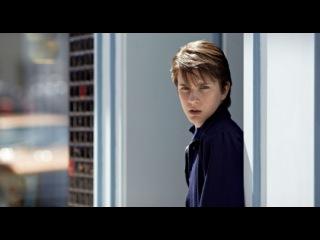 «Далеко по соседству» (2010): Трейлер (русский язык) / http://www.kinopoisk.ru/film/466649/