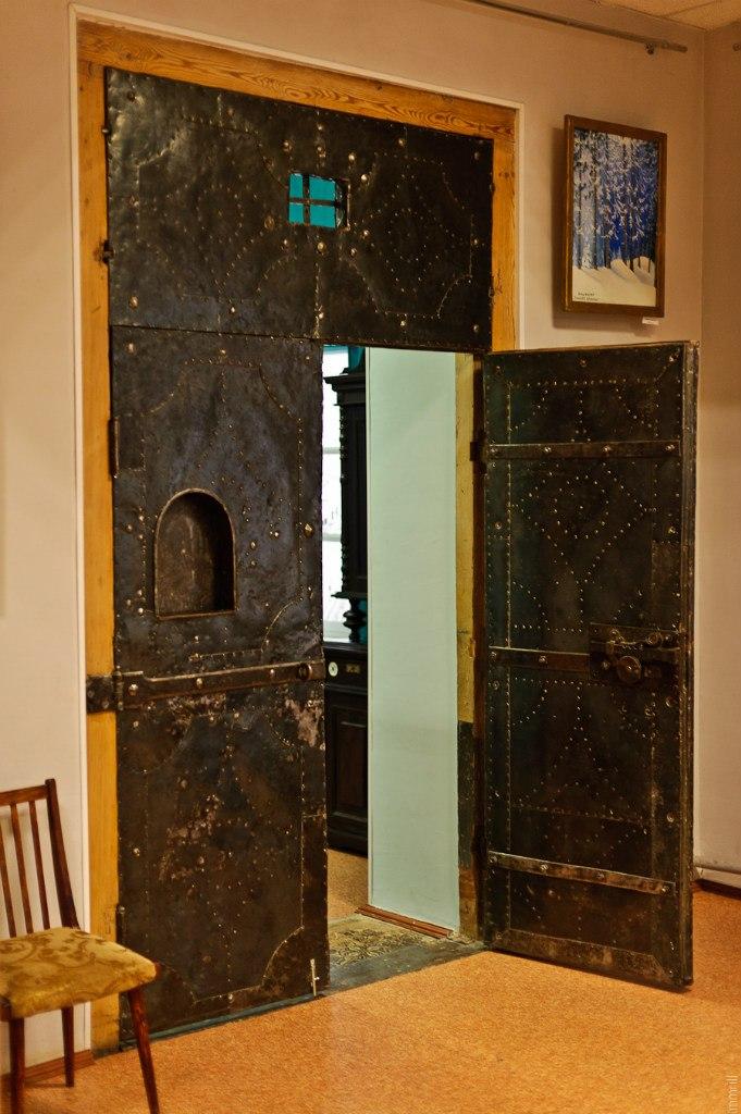 Очерский краеведческий музей. Дверь в заводскую кассу