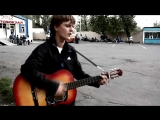 Парень классно поет и играет на гитаре, дворовые песни, песни под гитару, душевно поет