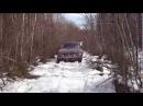 Нива рысь проберается по снегу  2014