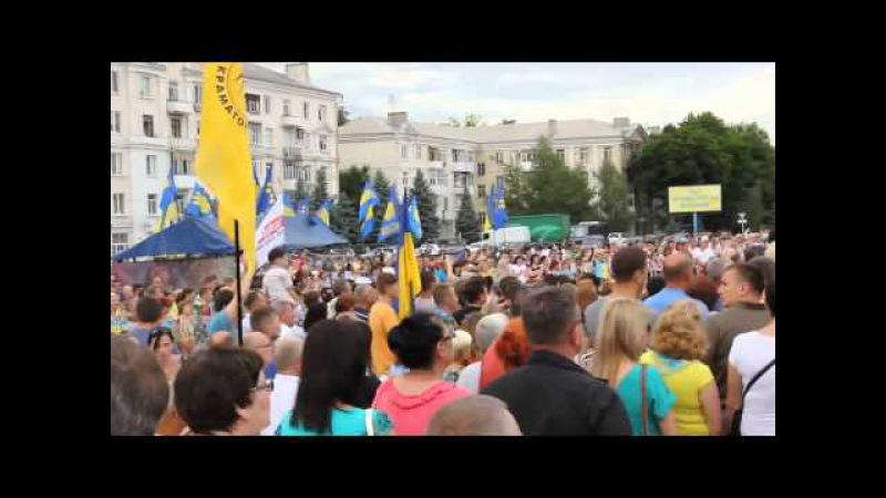 Краматорск, 5 июля 2015, год безрашизма. Жители Краматорска поют гимн Украины.
