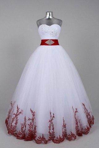 Весільні сукні в українському стилі.