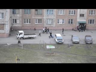 ✔ ОСОБОЕ МНЕНИЕ: Девушки разняли: буйная молодежь устроила драку у общежития на Кузбассе