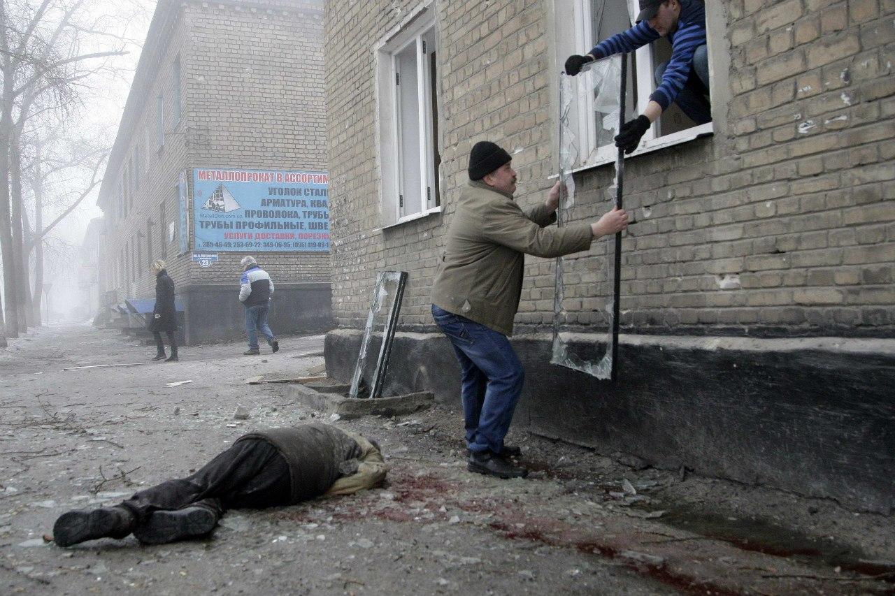 На улицах Донецка сразу после обстрела