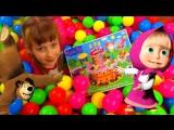 Сюрпризы в бассейне с гигантскими разноцветными шариками Ищем сюрпризы игрушки Kids pool fun balls