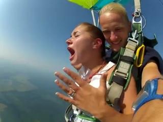 Прыжок с парашютом БЕЗ ЦЕНЗУРЫ! Девушка жжёт!