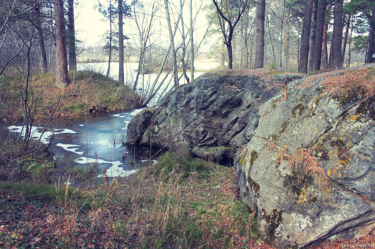 Живописный пруд в Мраморском