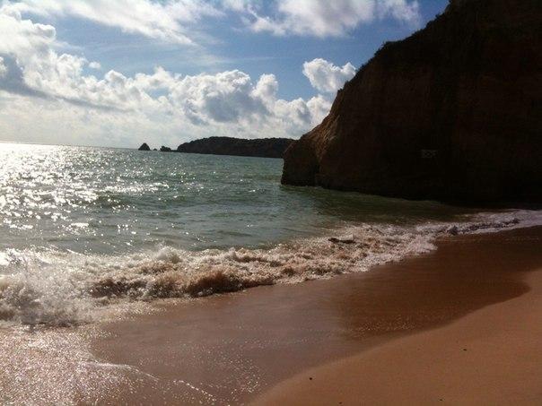 Скальный берег океана
