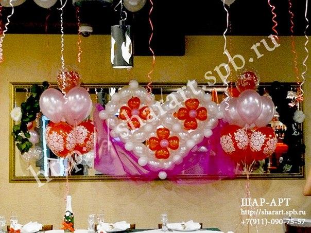 оформление свадьбы сердцами из воздушных шаров и тканью