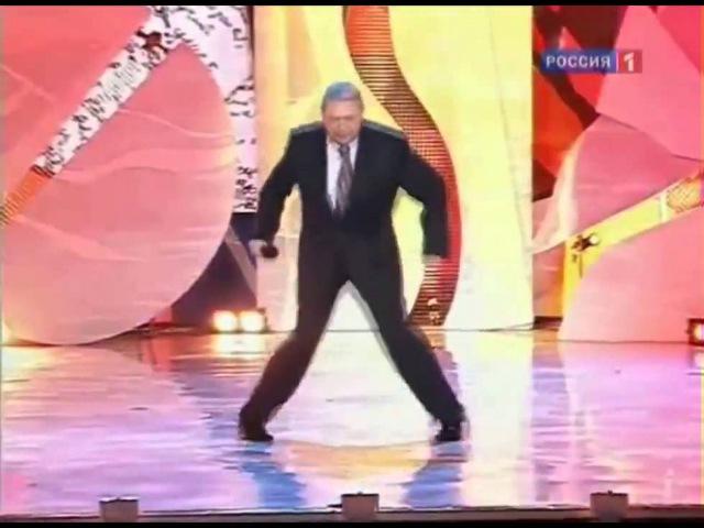 Евгений Петросян Танцует под Angerfist Incoming