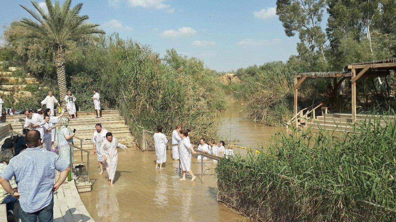 Русские православные паломники на реке Иордан