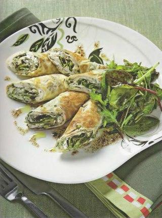 Фото рецепта: Рулеты из тонкого омлета с сыром и травами
