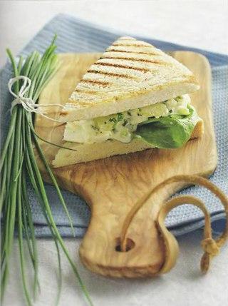 Фото рецепта: Сэндвич с яичным салатом