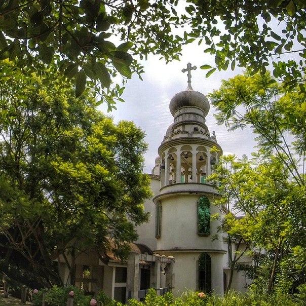 монастырь Святой Живоначальной Троицы Лавра Мамбре