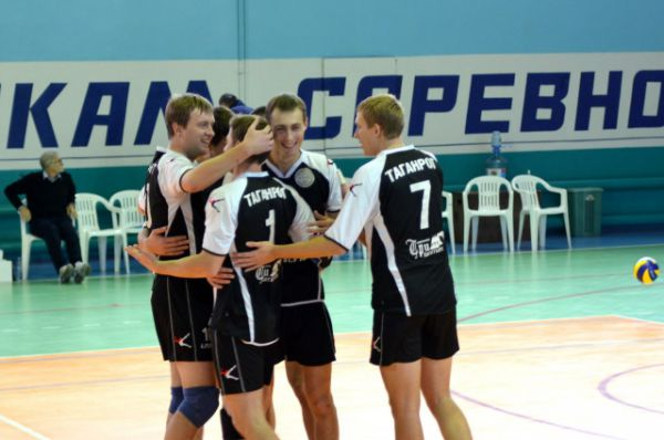 Таганрогские спортсмены привезли серебро с финала Кубка Ростовской области по волейболу