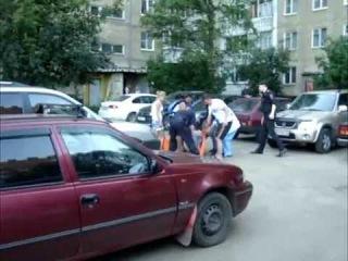 В Дзержинском районе неизвестный выстрелил в лицо местному жителю