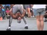 Лучший уличный танец! Прикольно танцует негр.