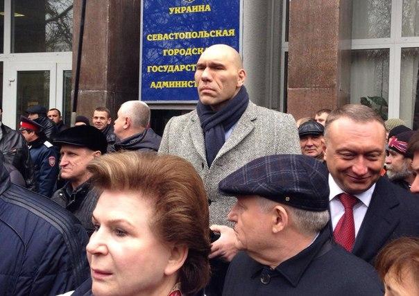 Террористы угрожают наступлением на позиции украинских воинов с целью посеять панику среди населения, - спикер АТО - Цензор.НЕТ 989