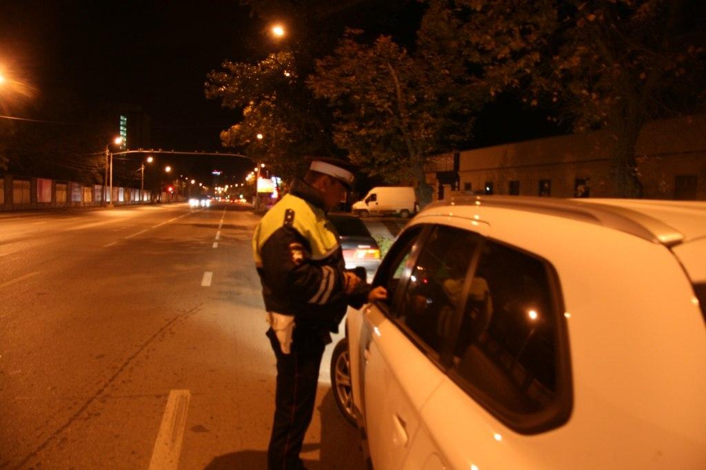 Под Таганрогом 28-летний водитель «ВАЗ-21102» во второй раз попался сотрудникам ГИБДД пьяным за рулем