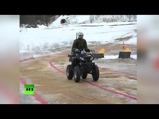 Владимиру Путину показали боевого робота-аватара в действии