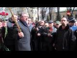 В Москве у посольства Украины прошла акция памяти Олеся Бузины и Олега Калашникова