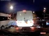 Грузовик на огромной скорости снес три машины на перекрестке.Жесть