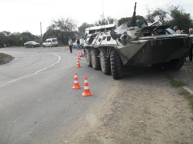 Недалеко от Таганрога произошло ДТП с участием БТРа