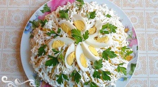 Салат невеста с копченой курицей и плавленным сыром рецепт