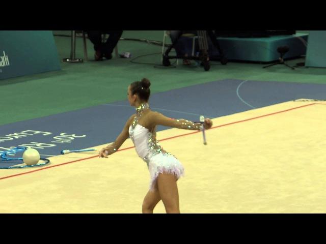 Выступление гимнастки Марины Дурунды с булавами