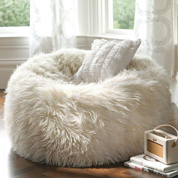 Пушистое кресло для холодных вечеров