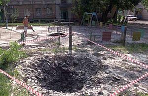 Украинские каратели обстреляли детскую площадку в Донецке (ВИДЕО)