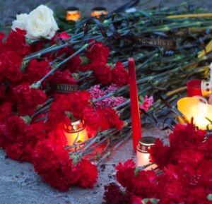 Тысячи жителей Донецка вышли на митинг памяти жертв украинских обстрелов