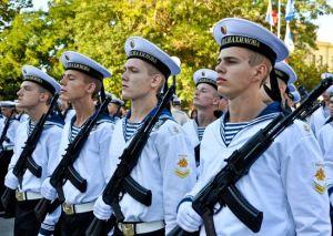 Курсанты возрожденного севастопольского училища отправились в Средиземное море на флагманском крейсере