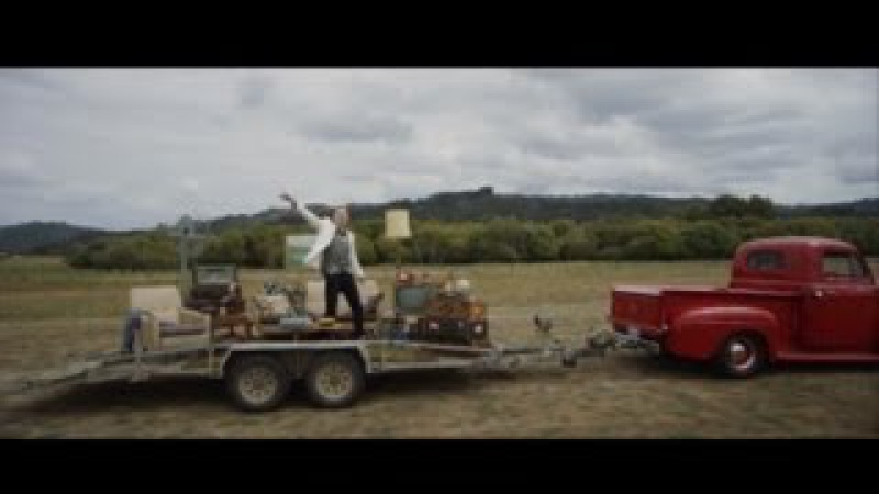 MACKLEMORE RYAN LEWIS - CAN'T HOLD US FEAT. RAY DALTON (OFFICIAL MUSIC VIDEO)