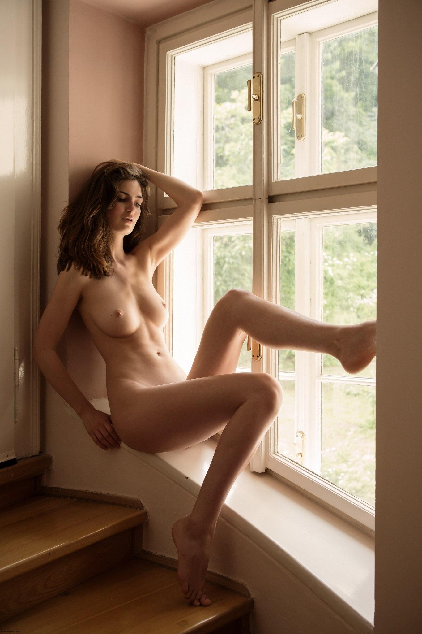 Эротика у окна фото 3 фотография