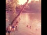 На тарзанке в воду.....