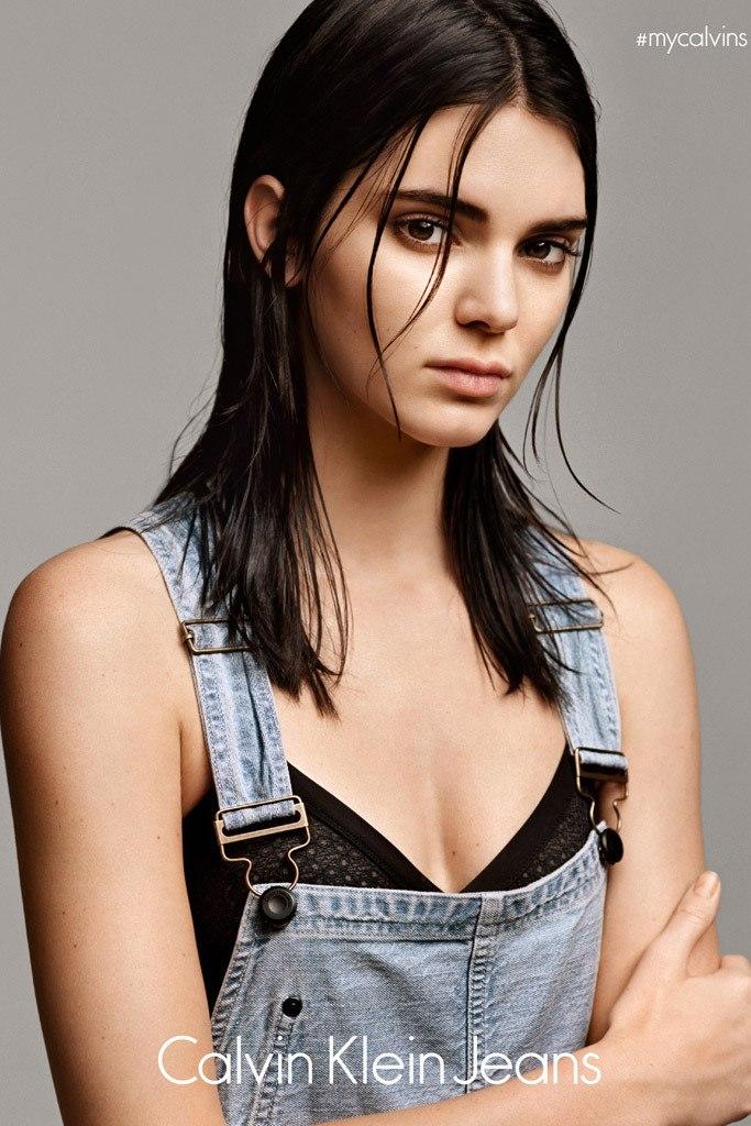 19-летняя модель Кендалл Дженнер стала лицом новой коллекции денима от Calvin Klein. Все снимки модели в модной одежде сопровождены хэштегом #mycalvins.