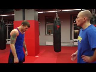 Двойка тебе от Басынина! Как правильно бить руками и поставить нокаутирующий удар (Тайский бокс)